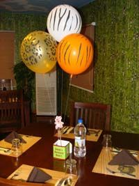 Box type centerpiece with balloons