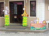 Entrance to a jungle theme party venue with a Zeebra and Giraffe cutout on balloon pillars along with a welcome cutout.